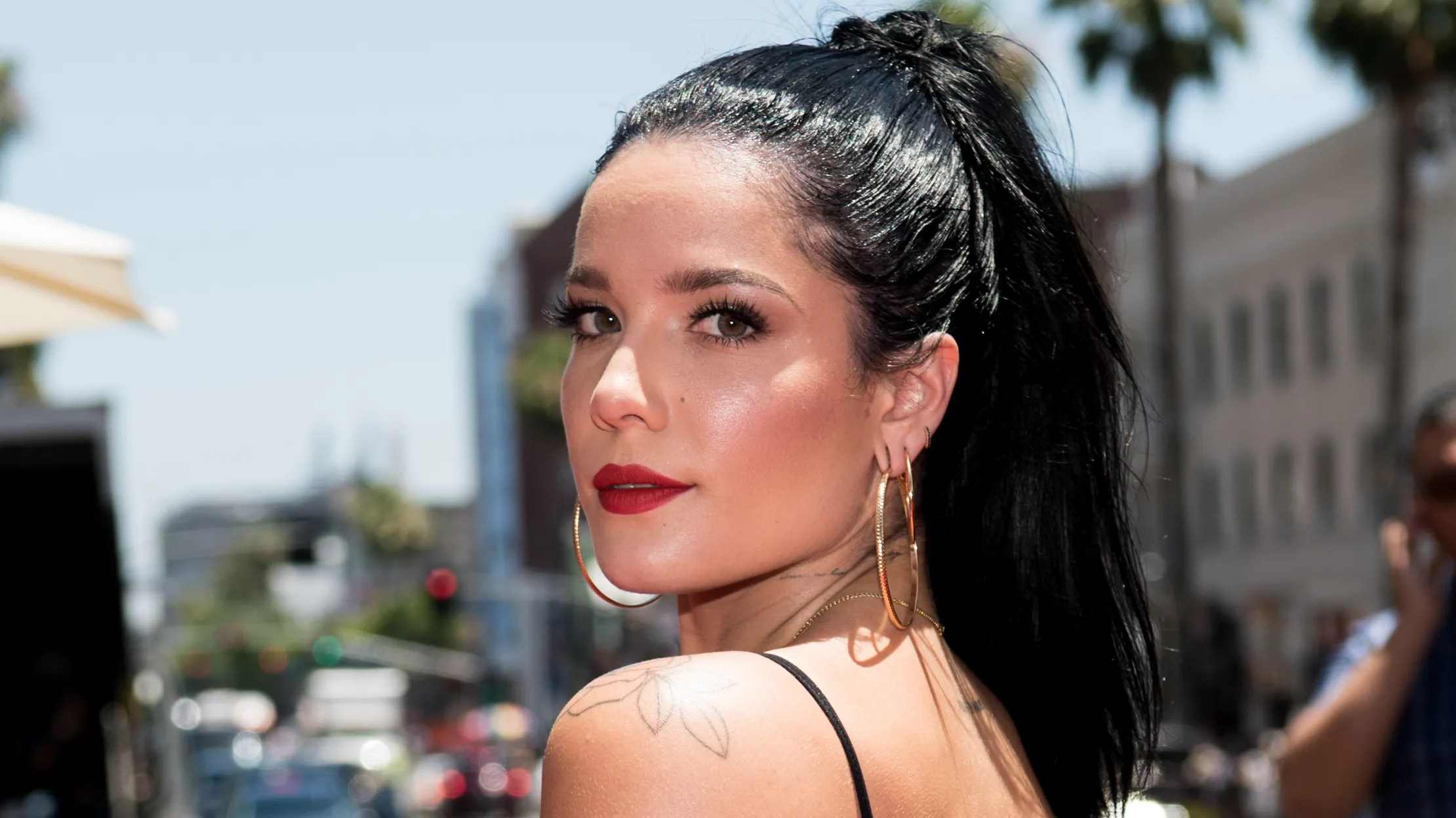 Hairstyles For Hair Growing Out Halsey Responds To Instagram Commenters Who Criticized Her