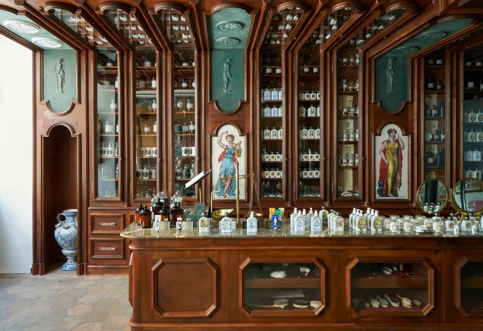 Interior Design Ideas From The World S Most Magnificent Beauty Boutiques Allure