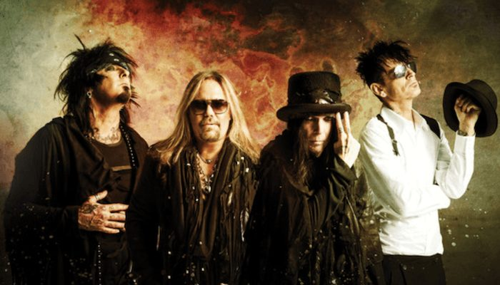 Mötley Crüe pay homage to Metallica in \