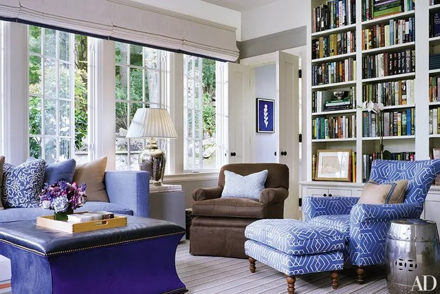 How to Incorporate Ottomans into Your Living Room Decor Photos - living room ottoman