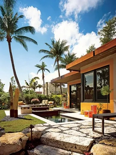 9 Exterior Wall Decor Ideas to Try: Outdoor Wallpaper, Platinum Tiles, and More Photos ...