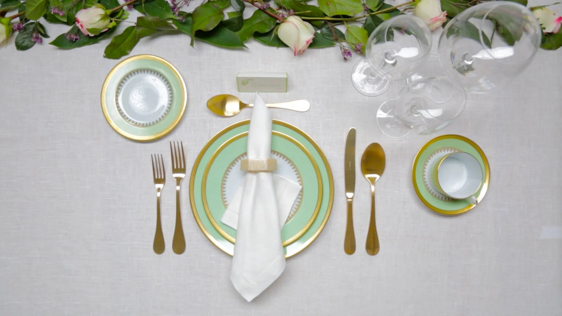 Classic Table Side Dishes How To Set A Table A Guide To Table Setting Architectural Digest