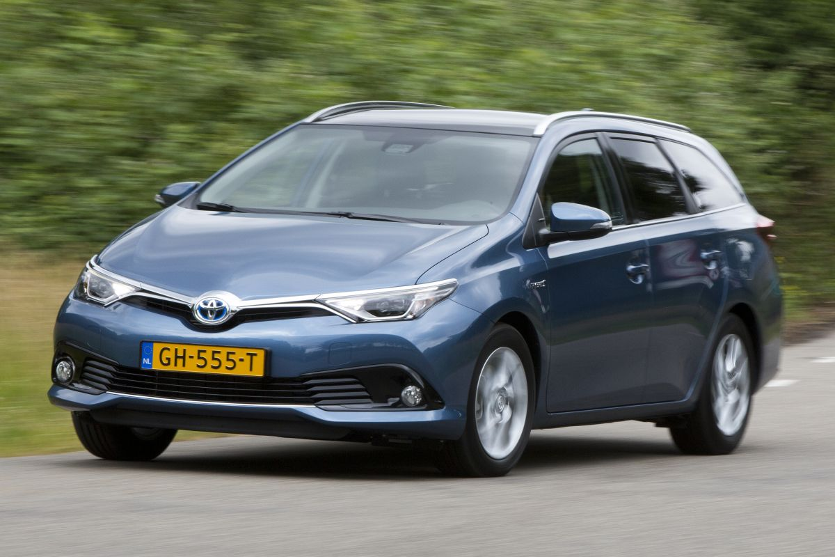 Private Lease Automaat Toyota Toyota Auris Touring Sports 1 8 Hybrid Lease 2015