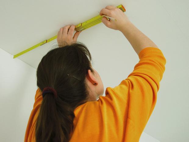 Wie Sie Decken mit Vliesfaser tapezieren BAUHAUS - decke mit vliestapete tapezieren