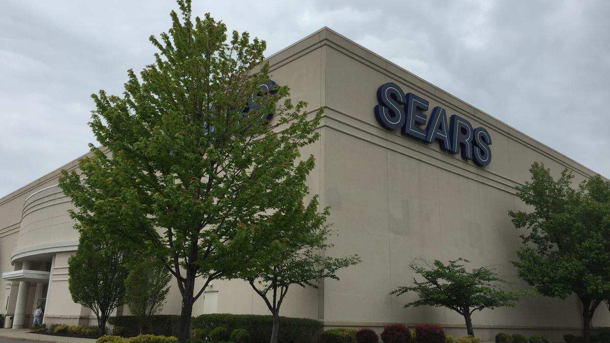 Bank At Chesterfield Mall Sears To Close At Least 72 More Stores Including 2 In St Louis