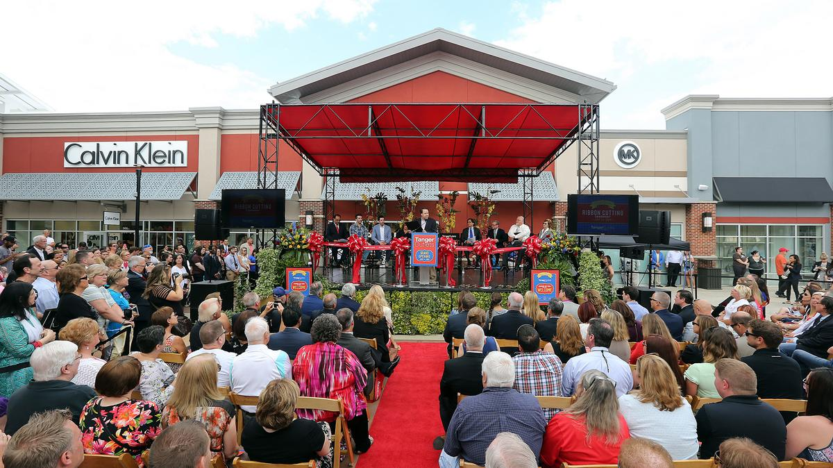 24 Outlet Tanger Outlets Nyse Skt Signs Deal To Buy Part Of Nashville
