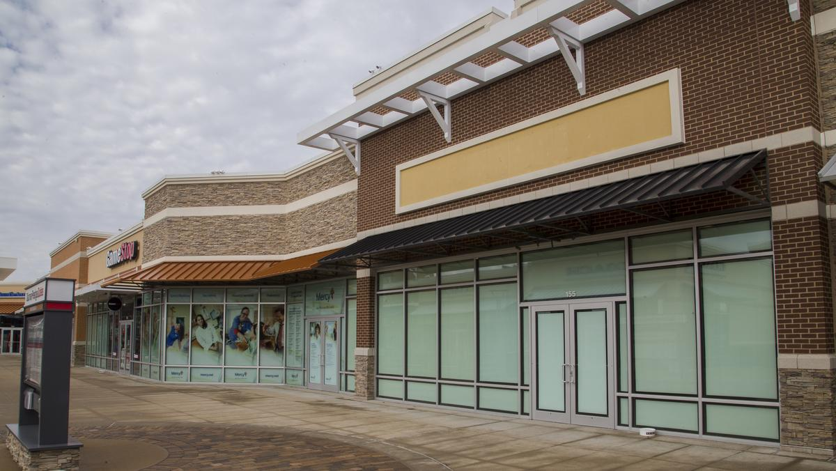 Bank At Chesterfield Mall Open For Business Chesterfield Malls Battle Downsizing Stores
