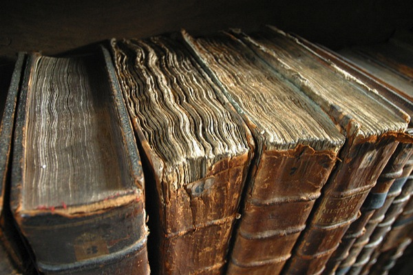 800px Old book bindings