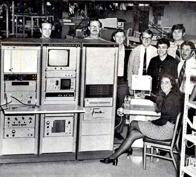 computers-miniskirts-14