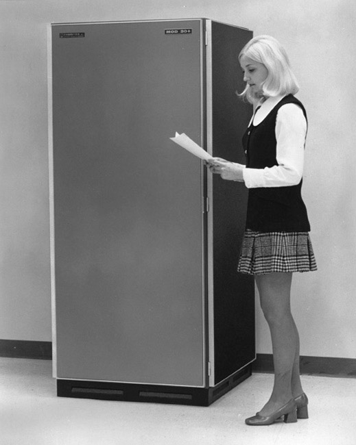 computers-miniskirts-6