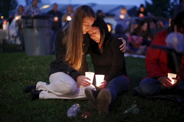Heidi Wickersham (L), 31, comforts her sister Gwendoline Wickersham, 28, after the Umpqua massacre. REUTERS