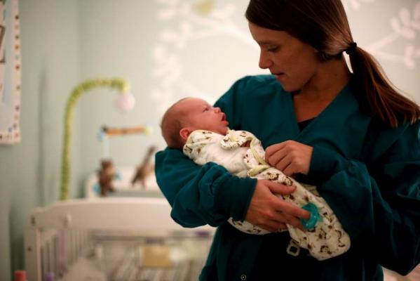 Lisa Collinsworth holds her infant son Luke during a visit with him at Lily's Place, a treatment center for opioid-dependent newborns in Huntington, West Virginia, October 19, 2015. JONATHAN ERNST/REUTERS