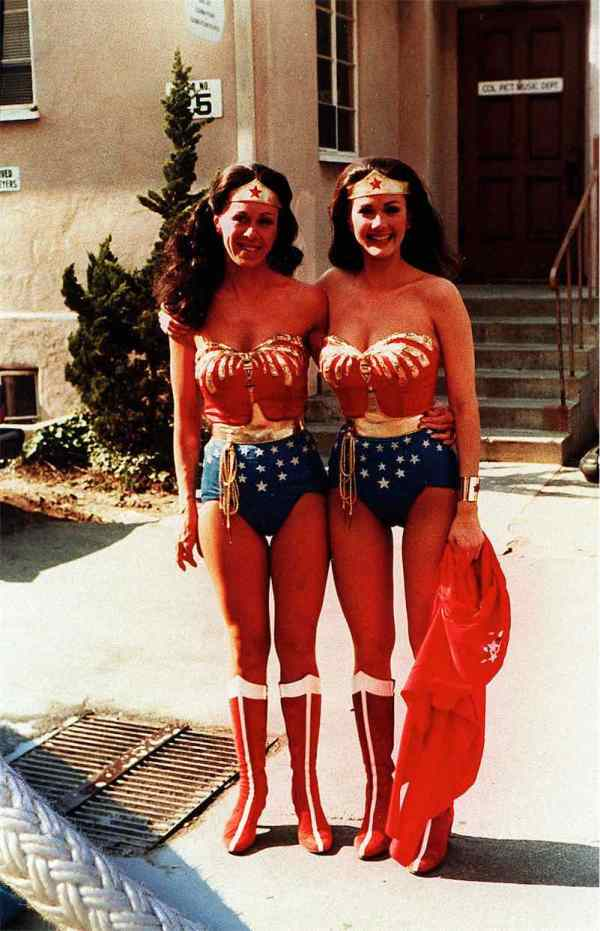 Stunt-double-Jeannie-Epper-and-Lynda-Carter-as-Wonder-Woman