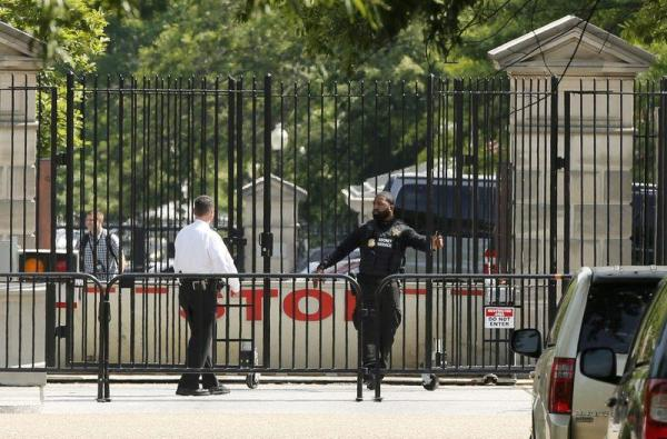 Police secure a location after a shooting near the White House in Washington DC, U.S. May 20, 2016.   REUTERS/Jonathan Ernst