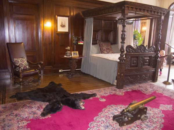 four-poster_bed_-_casa_loma