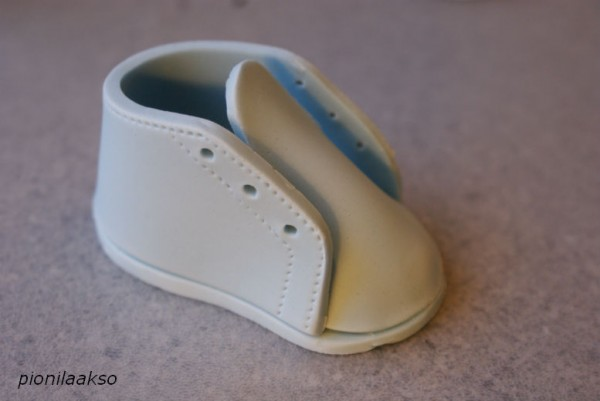How to Make Gumpaste Baby Shoes for a Baby Shower Cake - CakeCentral