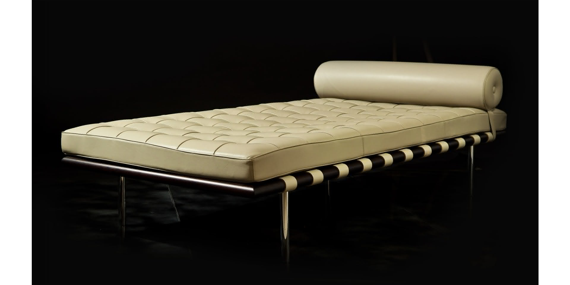 Barcelona Daybed Barcelona Daybed Large With Leather Upholstery