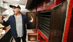 Dining Michael Symon On Donald Not A Chance Let Him Into Oneof My Michael Symon On Donald Not A Chance Let Him Michael Symon Married Chef Michael Symon Wife