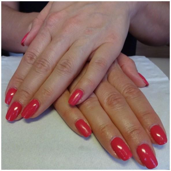Hallonröda Gelish naglar