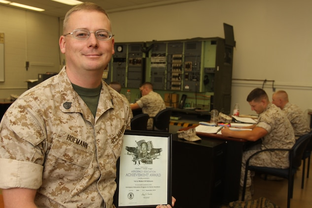 Marine volunteer takes service to new height \u003e Marine Corps Air