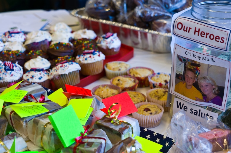 Reserve HQ holds bake sale for wounded warriors \u003e Air Force Reserve