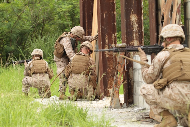 31st MEU Marines blow the doors off demolitions training \u003e 31st - marines infantry assaultman