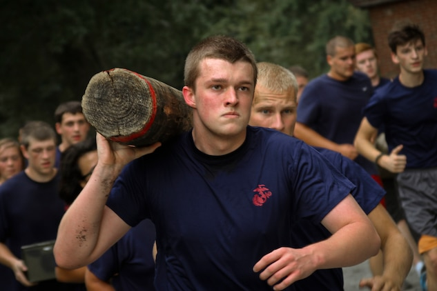 Marine recruits learn teamwork during grueling hike \u003e Marine Corps