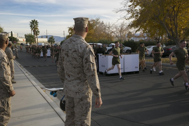 MCCES brings holiday cheer with Toys for Tots Fun Run \u003e Marine Corps