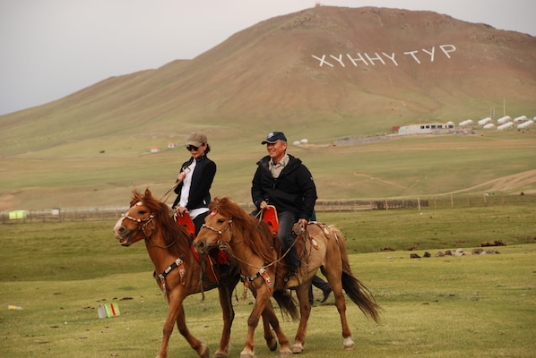 Navy Admiral, Tennessee Native Names Mongolian Horse for Volunteers