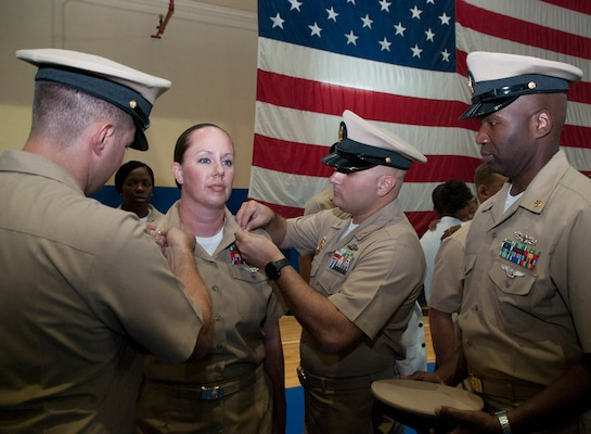 61 New US Navy chiefs pinned in Bahrain \u003e US Naval Forces - us navy master at arms