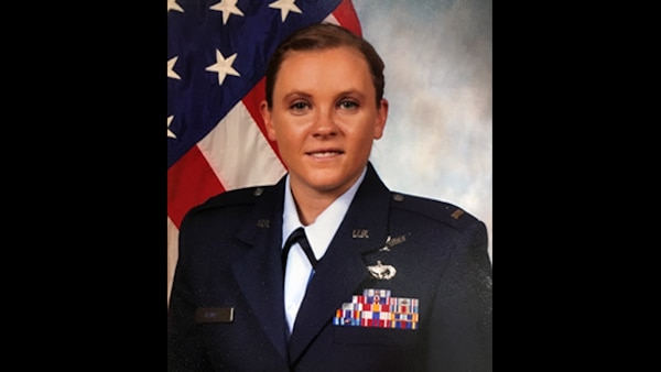 Contract administrator uses her expertise to help fellow warfighters