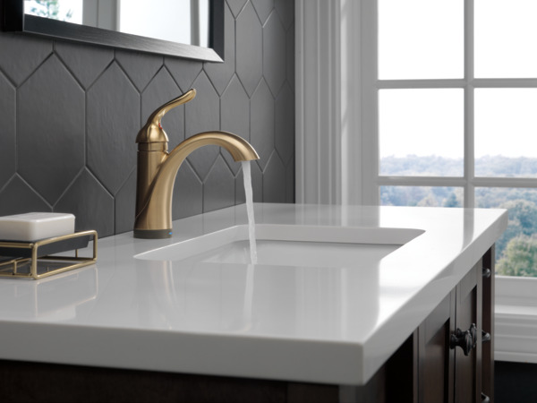 Single Handle Bathroom Faucet With Touch2oxtr Technology