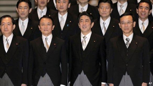 """英エコノミスト誌…「日本の安倍新内閣は、恐ろしいほどの右翼内閣」「彼らは""""保守""""ではない。急進的な民族主義者の内閣だ」"""