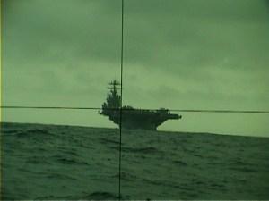 USS Theodore Roosevelt genom periskopet på Italienska U 212 2008
