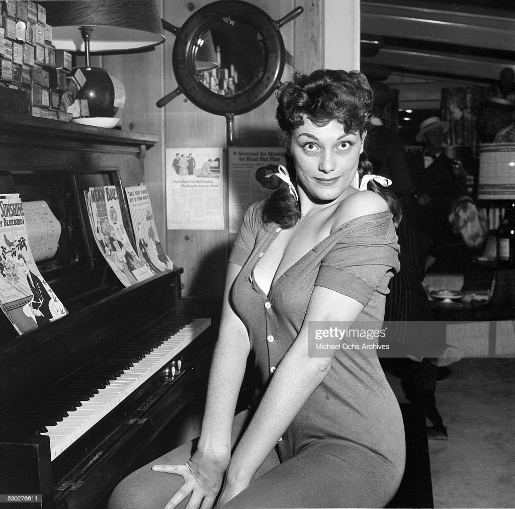 Download Foto Model Dolores Reed Stock Photos And Pictures | Getty Images