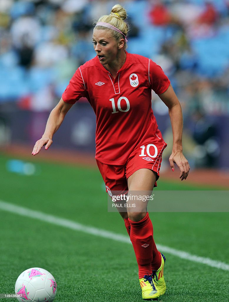 Football Sessel Canada S Defender Lauren Sesselman Runs With The Ball During The