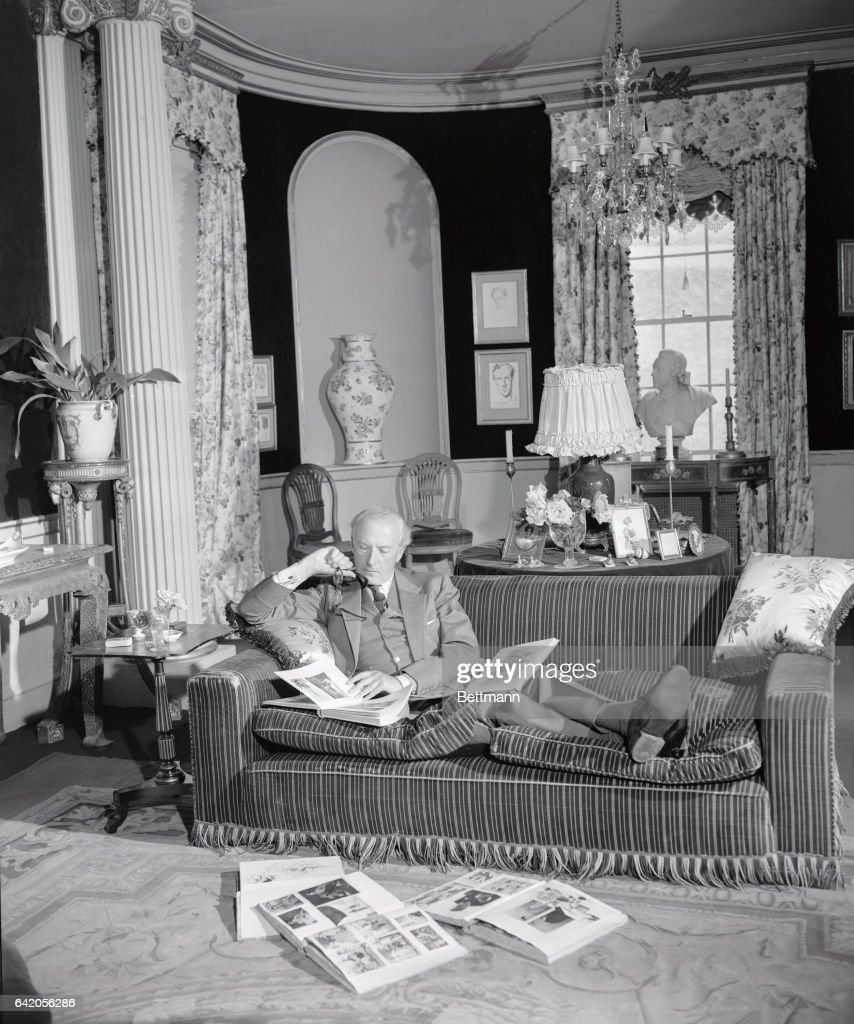 Hom In Sessel Cecil Beaton At Home In Southern England News Photo Getty Images