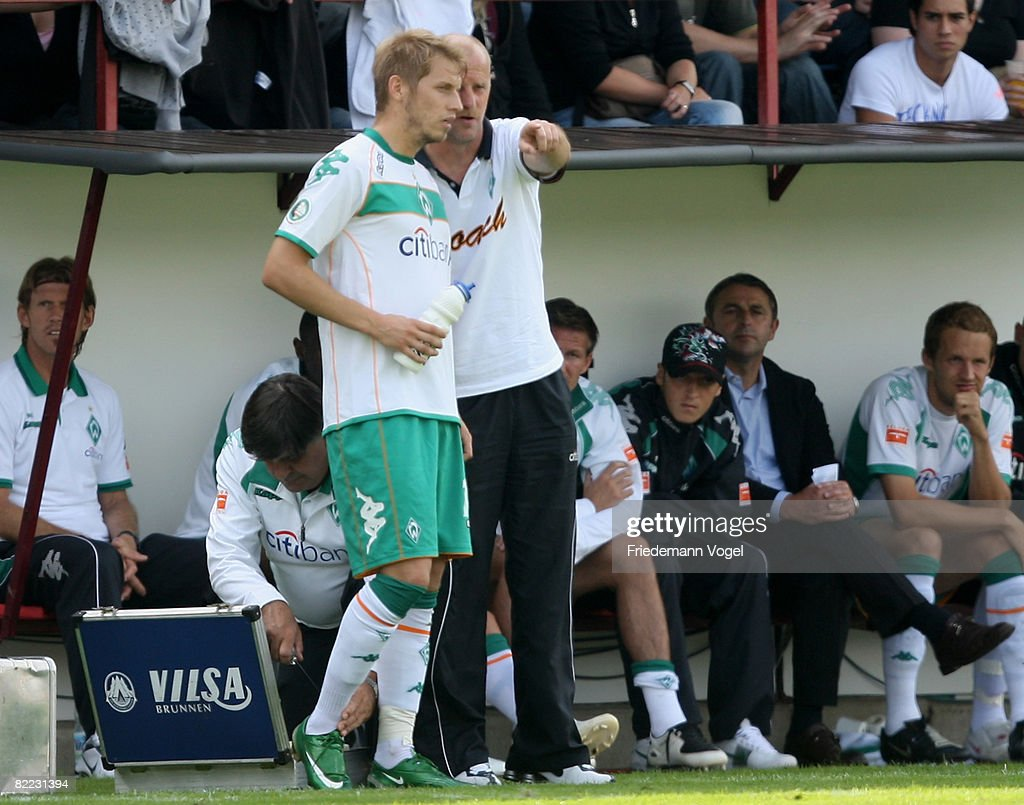 Eintracht Nordhorn Coach Thomas Schaaf Gives Advise To Aaron Hunt Of Werder During