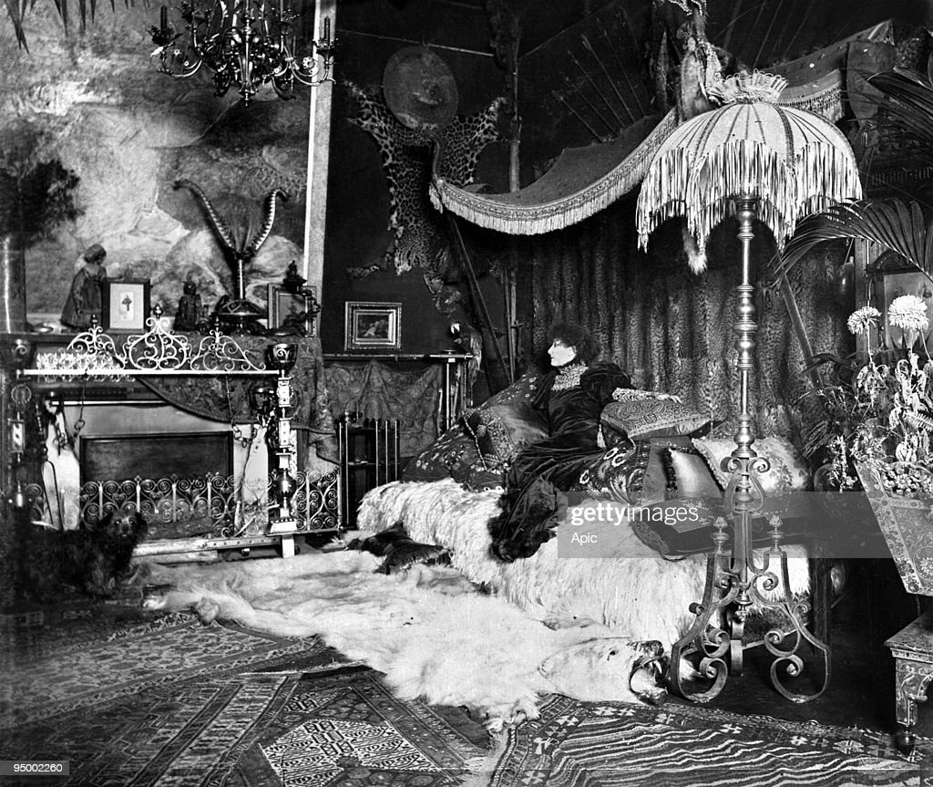 Pereire Decoration French Comedian Sarah Bernhardt In Her Townhouse On 56 Bd Pereire