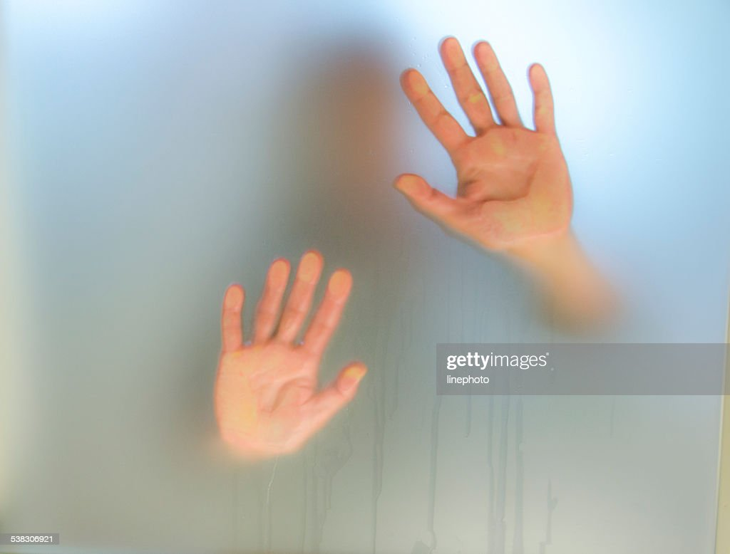 Bilder Hinter Glas Hände Hinter Glas Stock Foto Getty Images