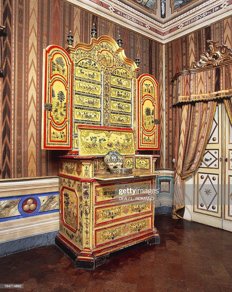 Arte Povera Nederland Marche Trumeau Cabinet Painted In Arte Povera Depicting Chinese