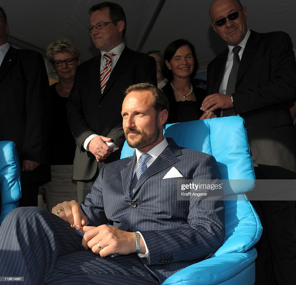 Stressless Hamburg Prince Haakon Of Norway Visits The Stressless Chair