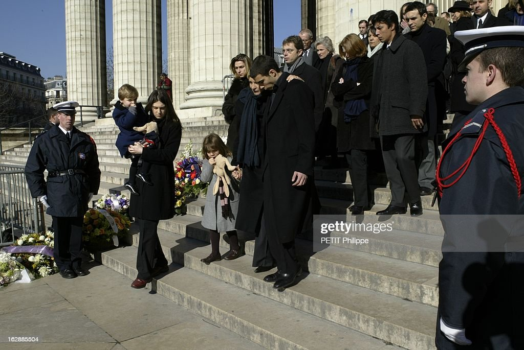 Nounou 2 Paris The Funeral Of Daniel Tuscan Du Plantier At Madeleine. Les