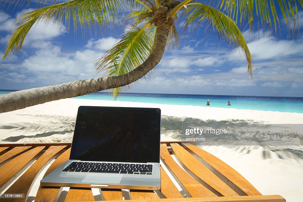 Chaise De Bureau Travail Ordinateur Plage Photos Et Images De Collection | Getty Images