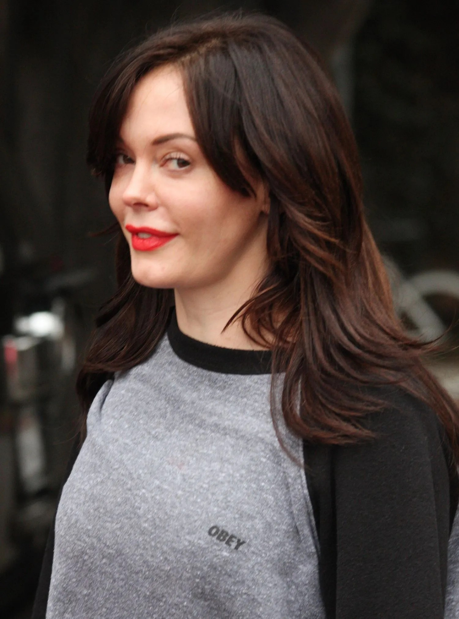 Wallpaper Hd For Living Room Rose Mcgowan Is Living Proof That You Can Wear Red