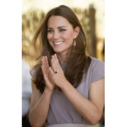 Soothing Kate Middleton Clapping Engagement Ring Reports Say Kate Middleton Sped Palace From Selling Replicas Kate Middleton Engagement Ring Value Today Kate Middleton Engagement Ring Earrings