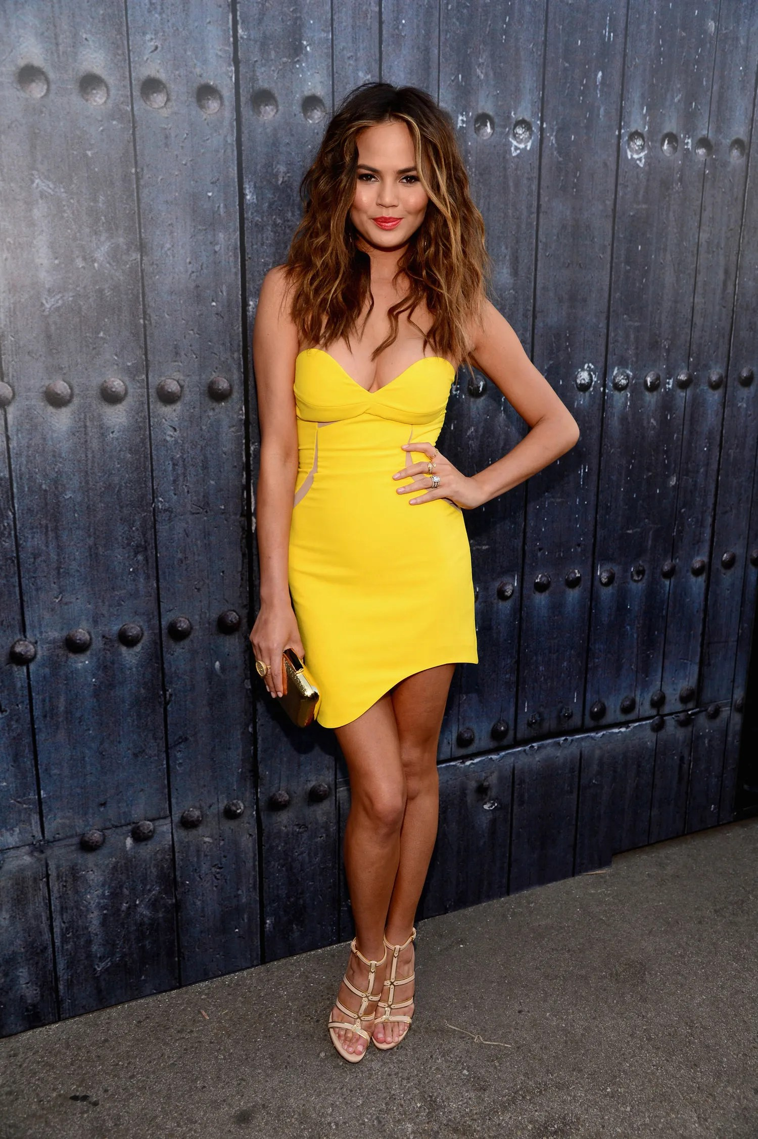 New Car Wallpaper Bloggers Chrissy Teigen S Yellow Three Floor Dress At The Spike Tv