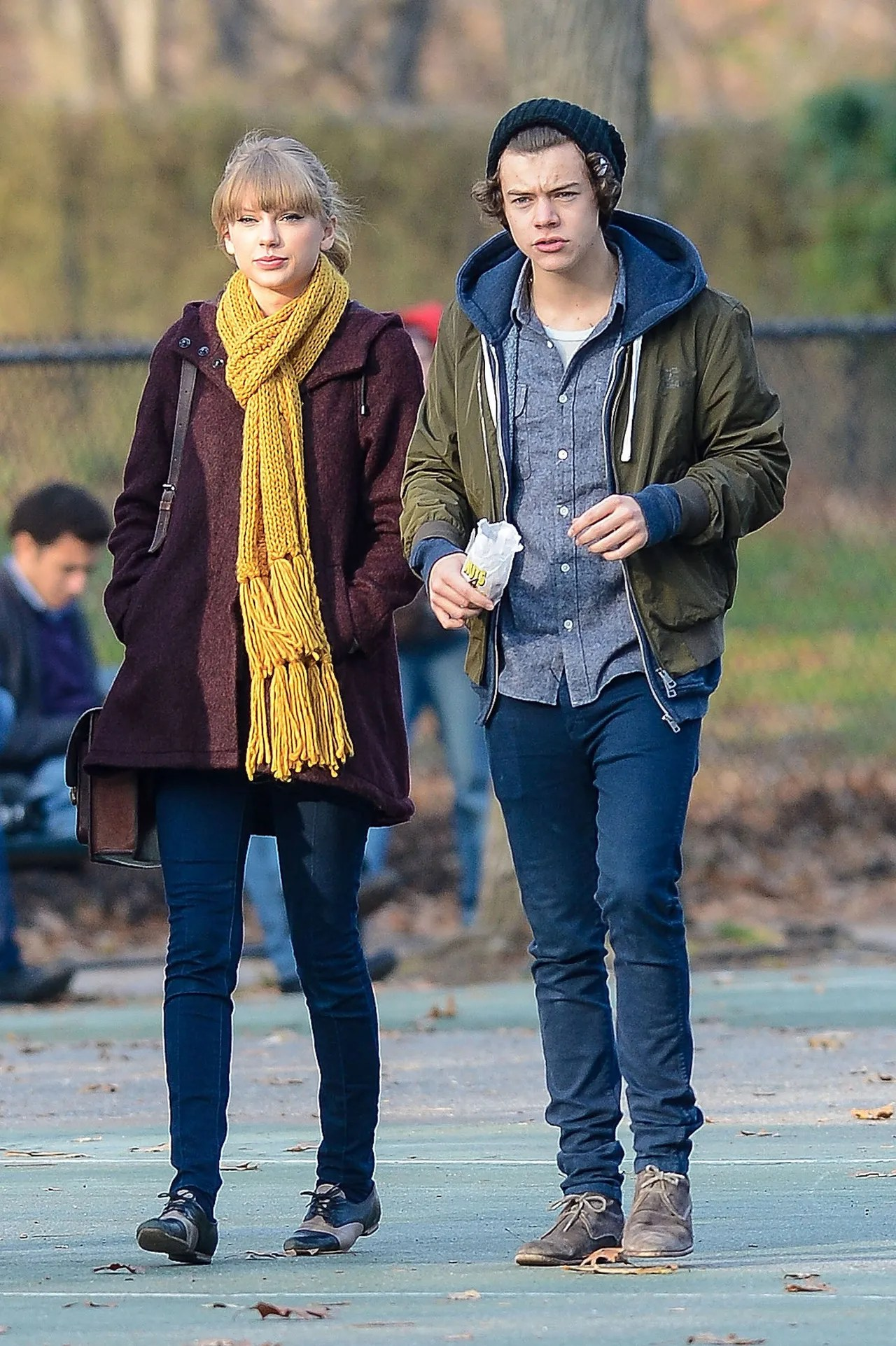 Cute Love Couple Wallpaper For Whatsapp Harry Styles Celebrates His 22nd Birthday With The Most