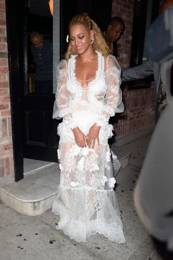 Beyonce Knowles leaves dinner after the VMAs in NYC.Pictured: Beyonce KnowlesRef: SPL1341958  280816  Picture by: Ron Asadorian / Splash NewsSplash News and PicturesLos Angeles:310-821-2666New York:212-619-2666London:870-934-2666photodesk@splashnews.com