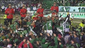Fans react after Saskatchewan Roughriders trade playing rights of Darian Durant